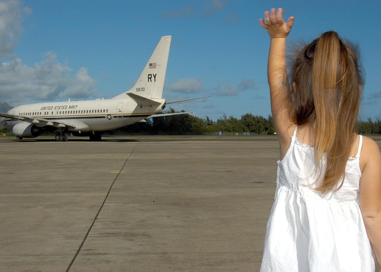 飛行機と子供