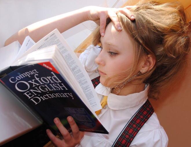 読書をするイギリス人女性