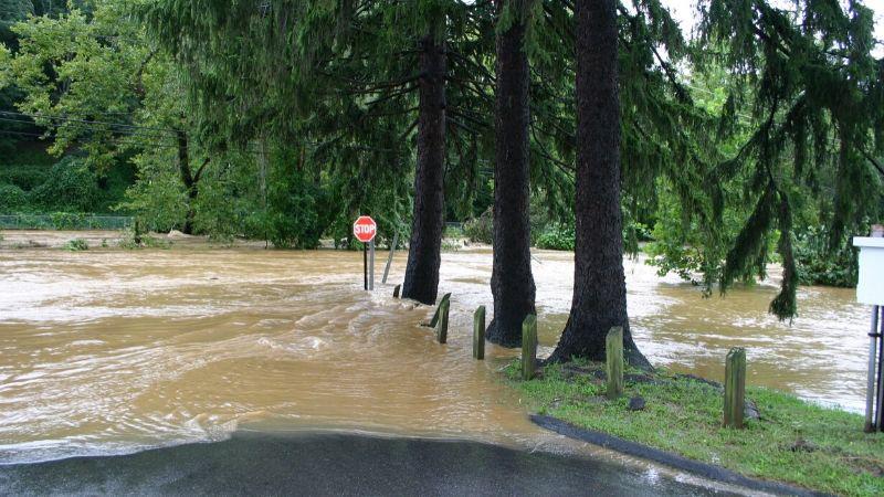イギリスで家の近くが洪水被害に